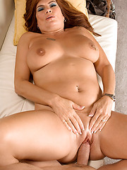 It\\\\\\\'s Anal Day For Chubby MILF