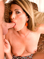 Mature woman get banged and then facialized
