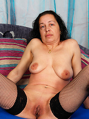 Older broad gets fucked deep!