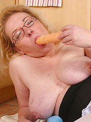 Blonde mature slut playing with herself
