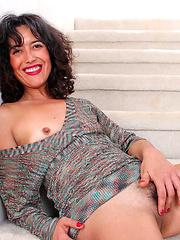 Horny Anilos Penelope fingers her hairy fuck hole