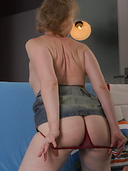 Amateur housewive posing before camera