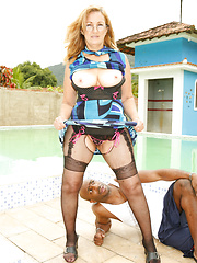 Sexy mom Simone pairing with hungry black dude