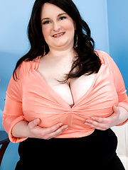 Fat woman Alyson Galen exposes her extra huge tits
