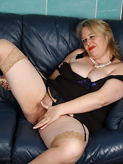 Chubby mature Bunny loves to play with her dildo