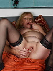 Blonde mature slut getting wet and wild