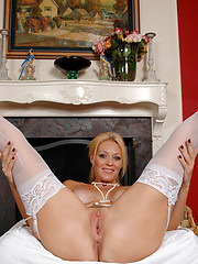 Anilos babe Charlee Chase fucks her sex toy