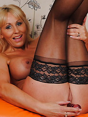 Hot mature cougar craving your cock