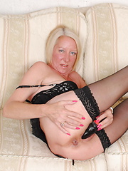 Mature slut playing with her wet pussy