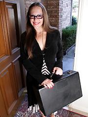Hot Sydney Johnson shoves a dildo deep into her juicebox