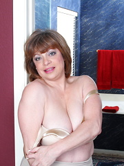 Chubby American housewife getting wet on her bed