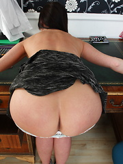 Hot British MILF showing off her goods
