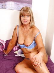British mature slut playing with herself