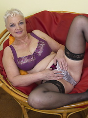Naughty mature woman showing off her dirty side