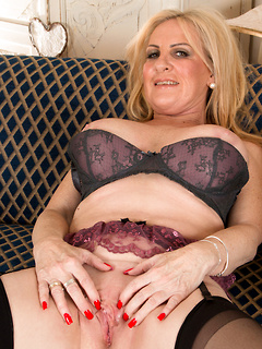 mature model Alexia Blue
